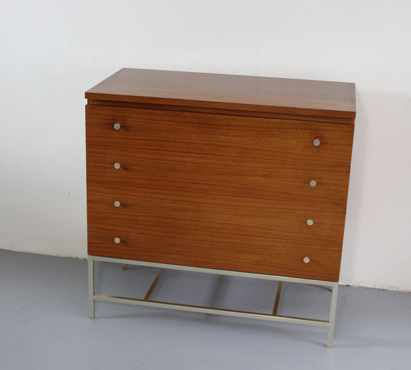 vintage american walnut chest of drawers by paul mccobb for wk m bel for sale at pamono. Black Bedroom Furniture Sets. Home Design Ideas