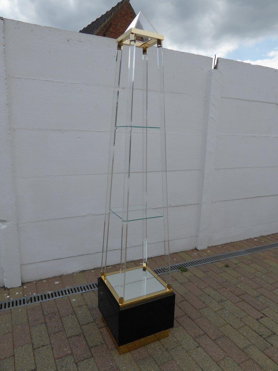 Couleur Pour Une Cuisine Moderne : MidCentury Lucite & Brass Pyramid Shaped Etagere for sale