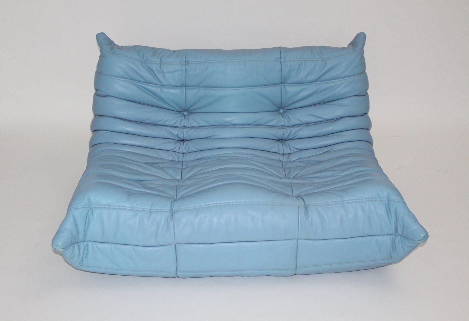 fauteuil togo vintage en cuir bleu par michel ducaroy pour ligne roset en vente sur pamono. Black Bedroom Furniture Sets. Home Design Ideas