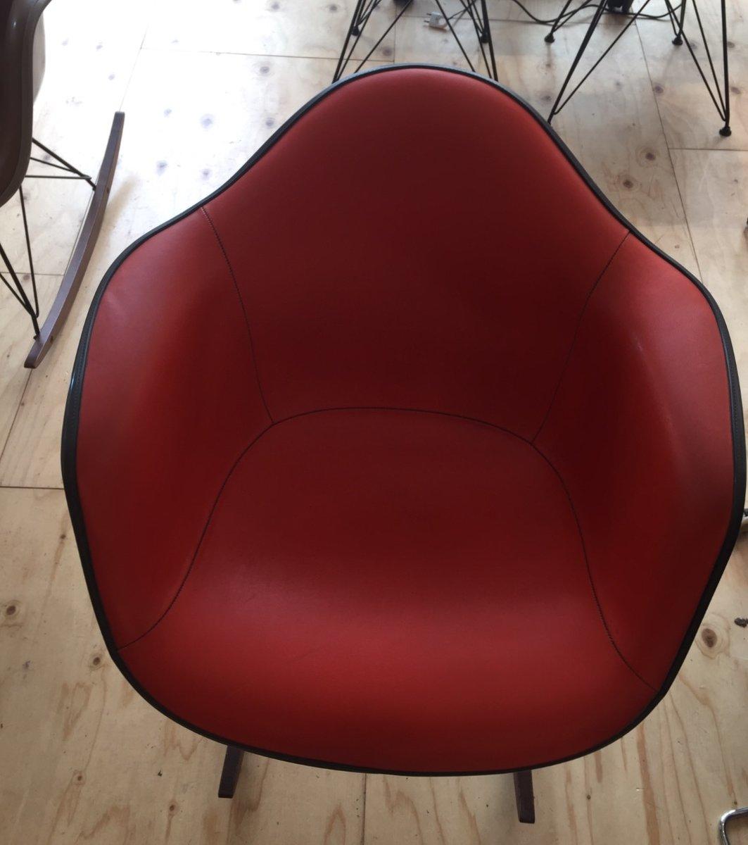 Schaukelstuhl in rot orange von charles ray eames f r for Schaukelstuhl rot