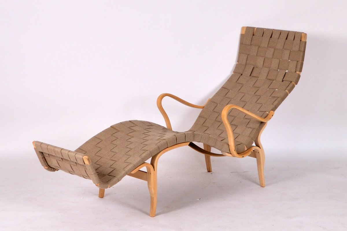 Moulded beech and webbing chaise longue by bruno mathsson for Chaise longue for sale uk