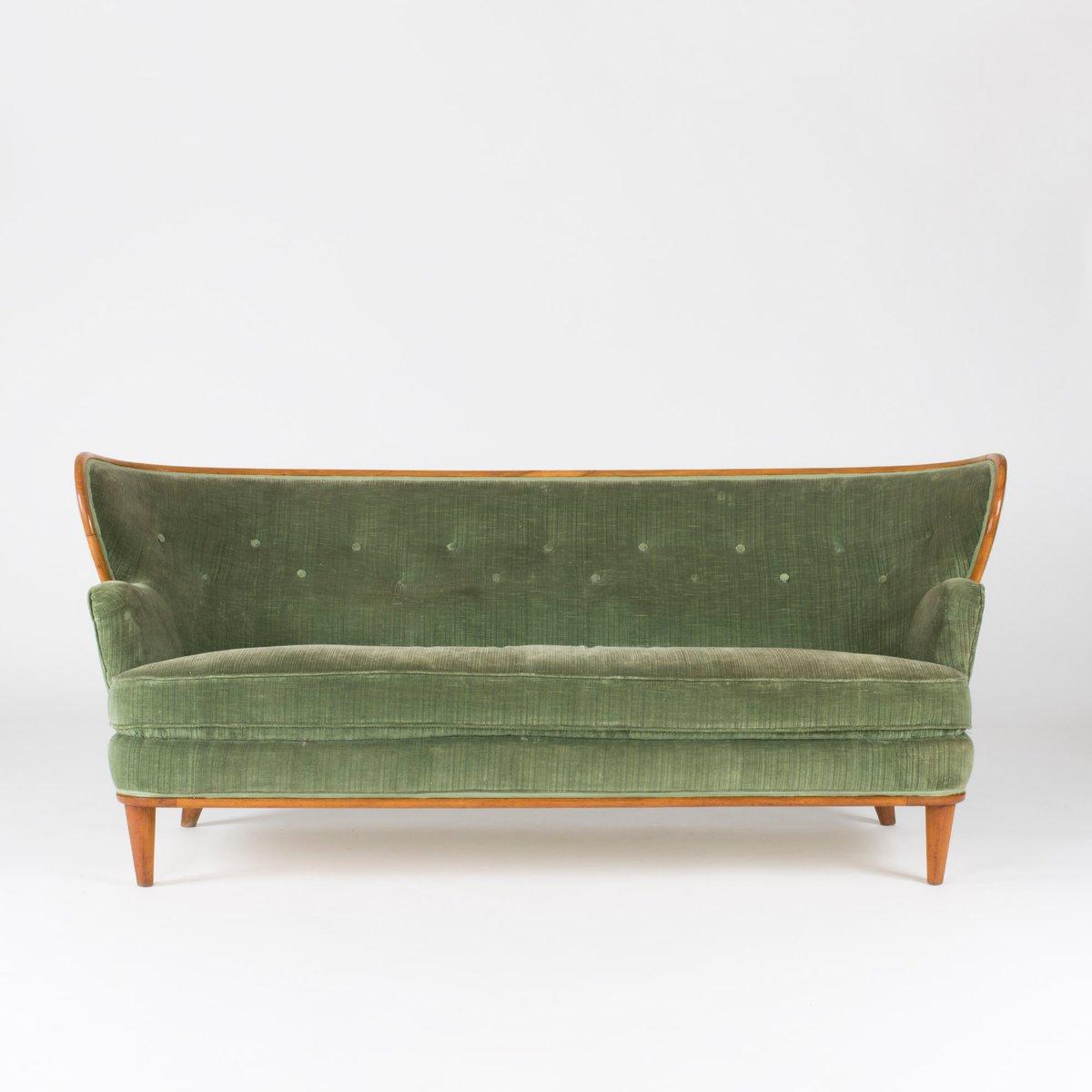 sofa aus nussholz und samt von axel larsson f r hjalmar jackson 1940er bei pamono kaufen. Black Bedroom Furniture Sets. Home Design Ideas