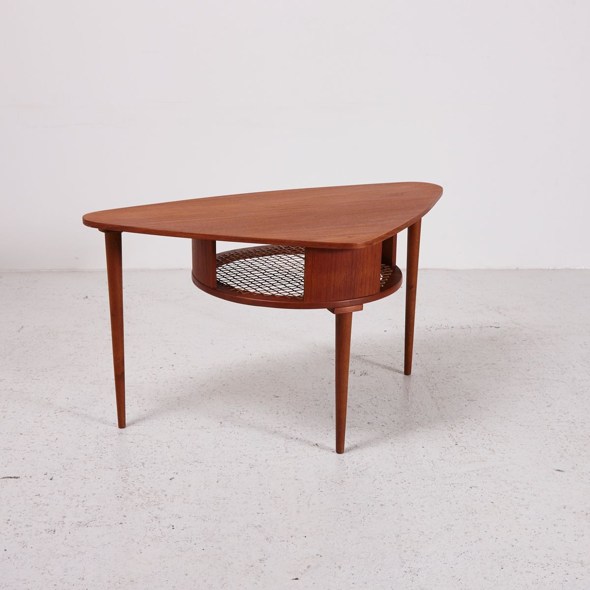 Vintage Triangular Teak Coffee Table with Shelf - Vintage Triangular Teak Coffee Table With Shelf For Sale At Pamono