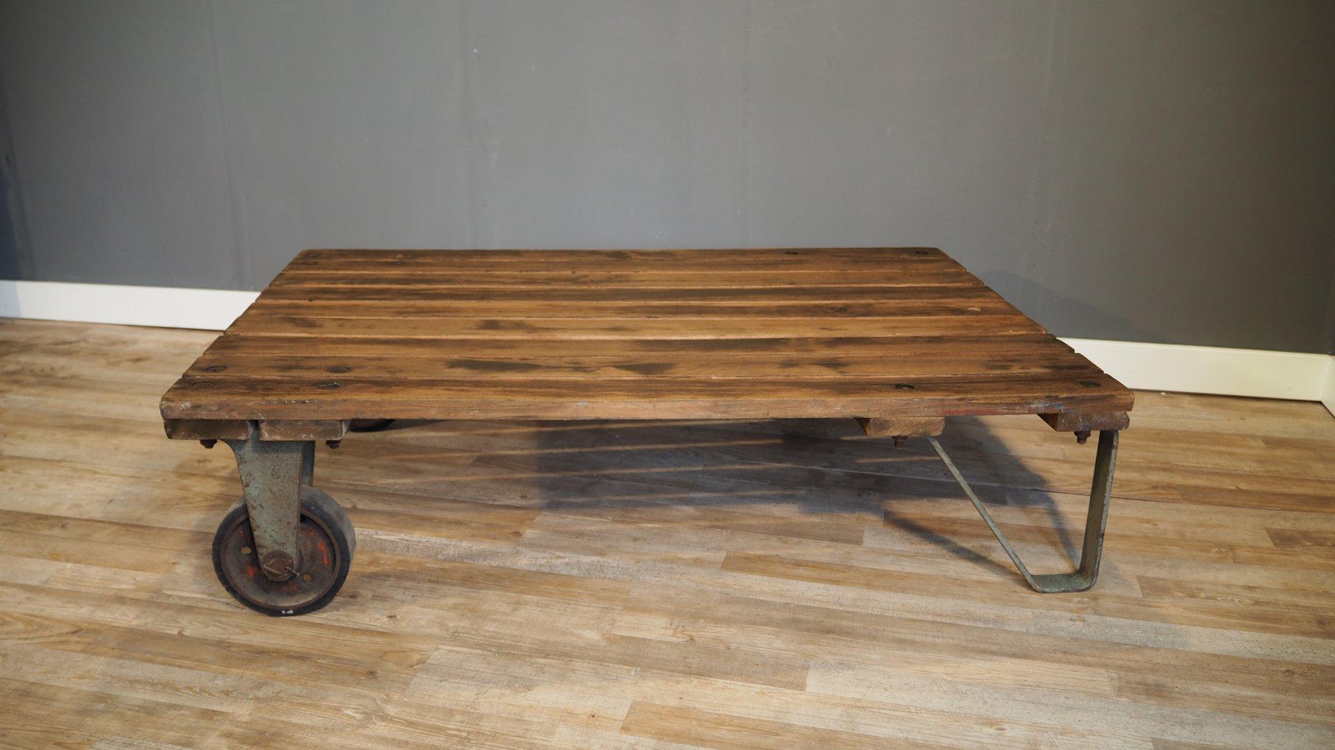 industrieller gro er paletten couchtisch 1930er bei. Black Bedroom Furniture Sets. Home Design Ideas