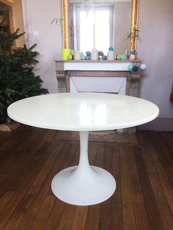 glasfaser tisch mit tulip base 1970er bei pamono kaufen. Black Bedroom Furniture Sets. Home Design Ideas
