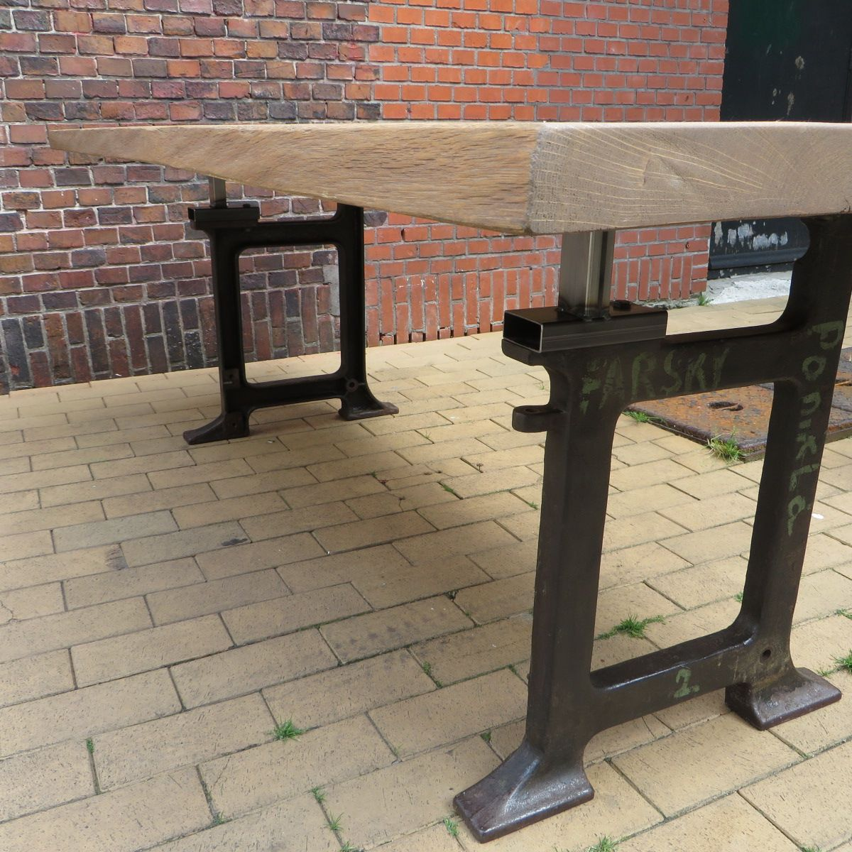 Dining table with cast iron legs for sale at pamono for Cast iron table legs for sale