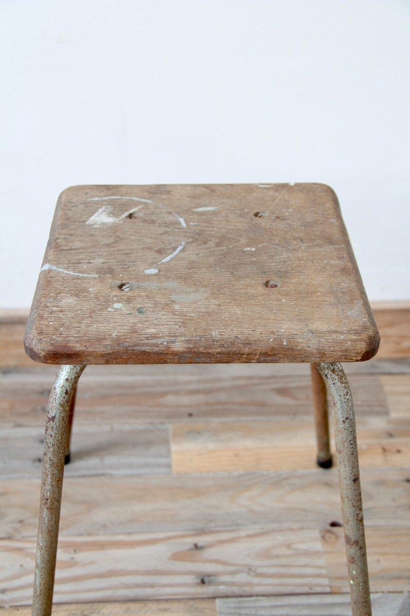 industrieller vintage hocker mit sitz aus holz bei pamono. Black Bedroom Furniture Sets. Home Design Ideas