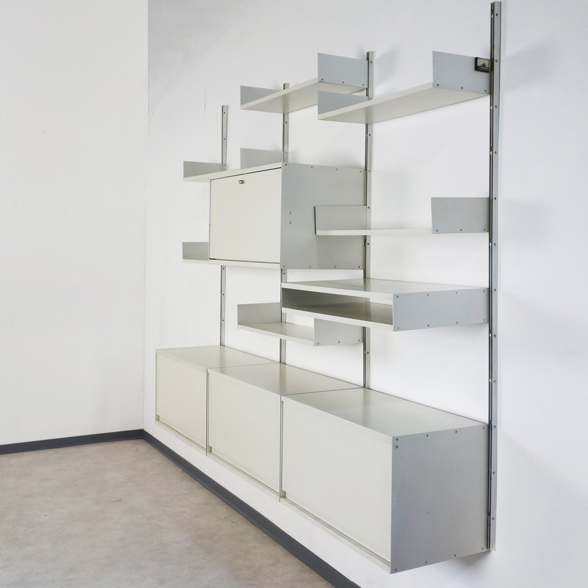 vintage system 606 wall unit by dieter rams for vitsoe for sale at pamono. Black Bedroom Furniture Sets. Home Design Ideas