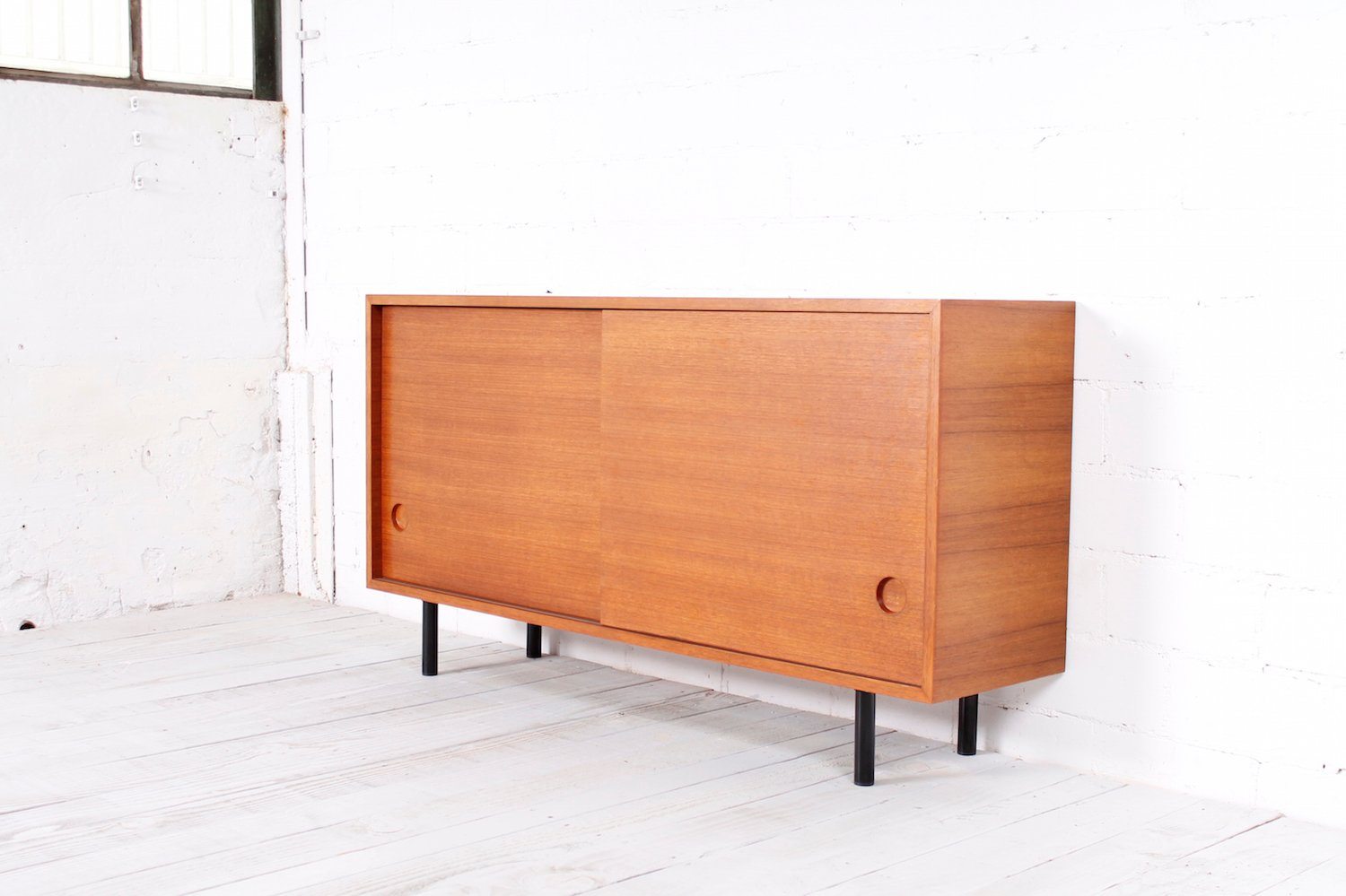 minimalistisches teak sideboard 1960er bei pamono kaufen. Black Bedroom Furniture Sets. Home Design Ideas