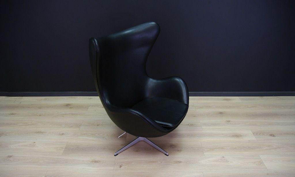 chaise egg vintage en cuir noir par arne jacobsen pour fritz hansen en vente sur pamono. Black Bedroom Furniture Sets. Home Design Ideas