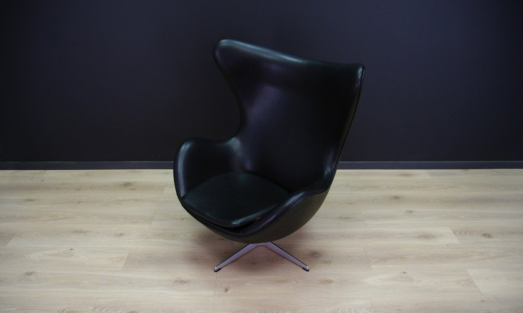 vintage egg chair aus schwarzem leder von arne jacobsen. Black Bedroom Furniture Sets. Home Design Ideas