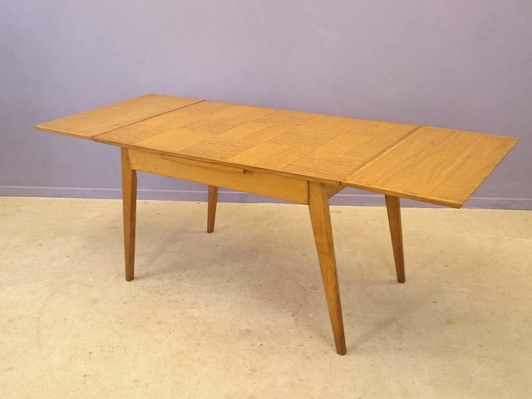 Ausziehbarer vintage esstisch mit eichenholz intarsie bei - Esstisch verspiegelt ...