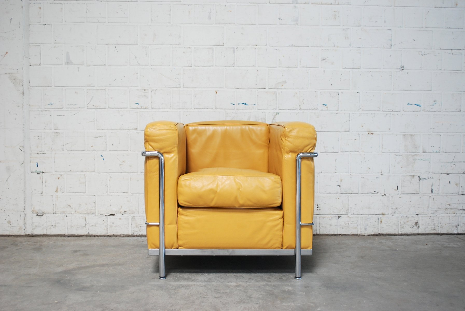 Vintage yellow model lc2 leather chair by le corbusier for - Canape lc2 le corbusier ...