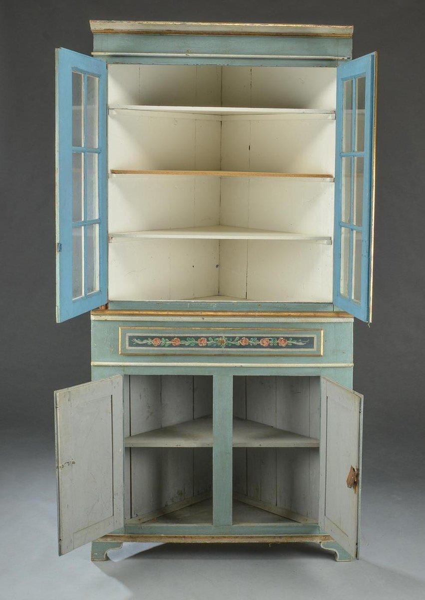 placard d 39 angle gustavien avec vitrine en vente sur pamono. Black Bedroom Furniture Sets. Home Design Ideas