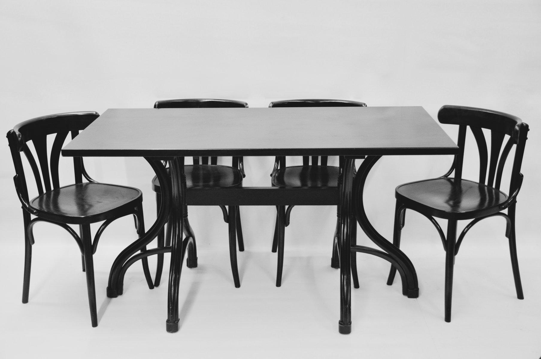bugholz tisch mit vier bugholz st hlen von thonet 1980er bei pamono kaufen. Black Bedroom Furniture Sets. Home Design Ideas