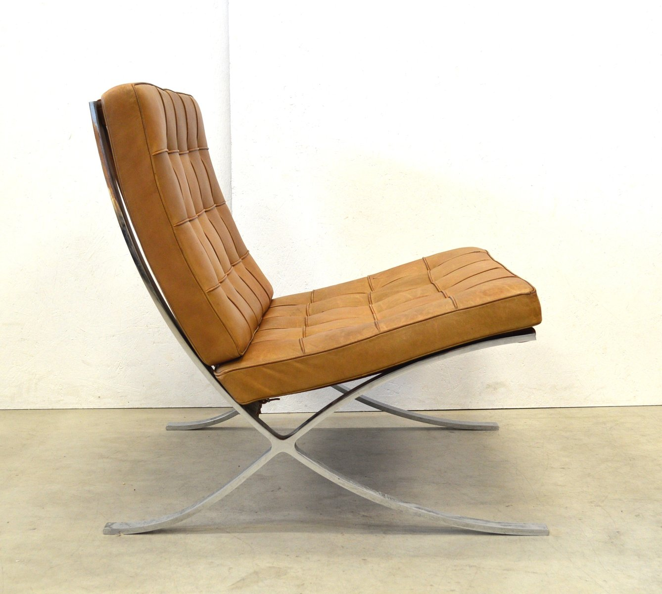 vintage barcelona chair by mies van der rohe for knoll. Black Bedroom Furniture Sets. Home Design Ideas