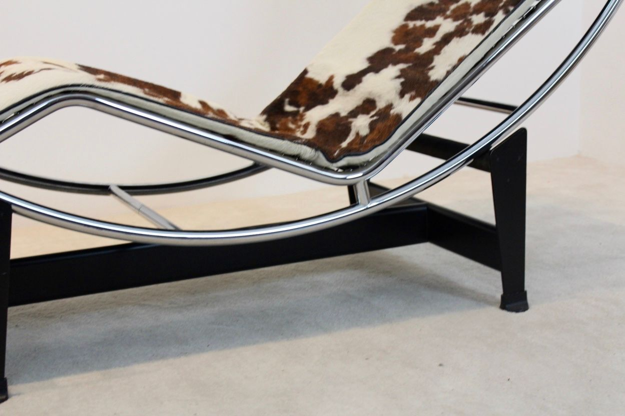 Vintage lc4 chaise longue by le corbusier pierre for Chaise longue lecorbusier