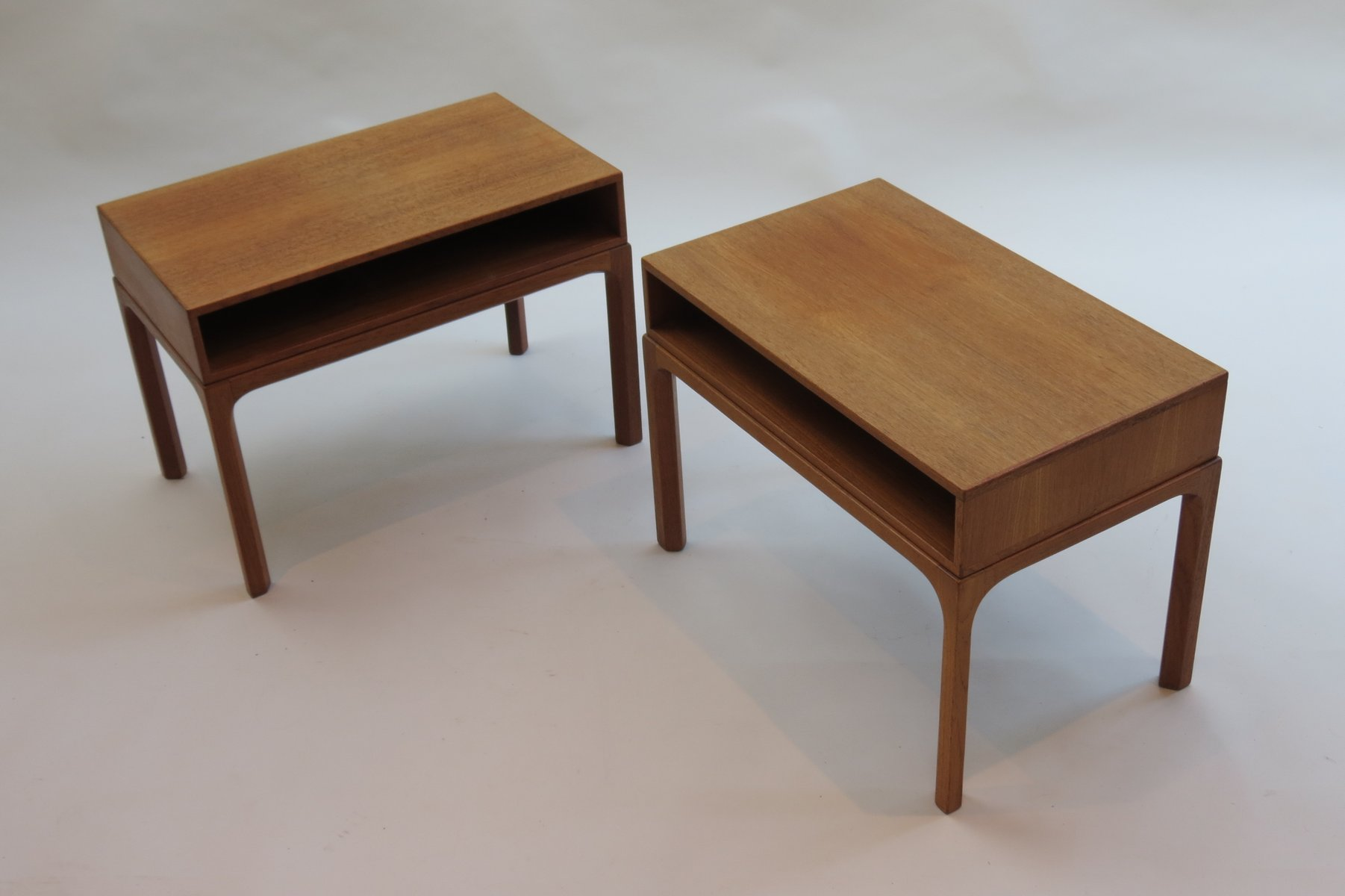 Table de chevet mod le 383 par aksel kjersgaard 1960s en - Table de chevet en anglais ...
