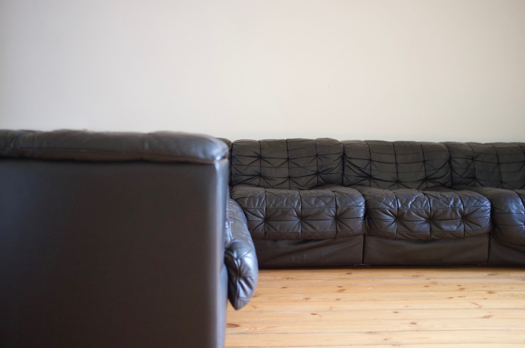 Modular Black Leather Sofa from de Sede 1970s for sale at Pamono