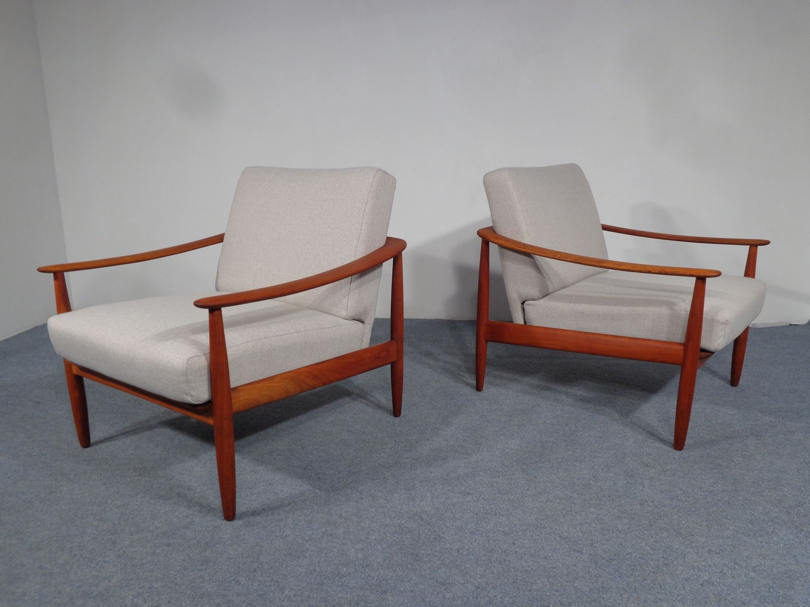mid century kirschholz sessel von knoll 1950er 2er set bei pamono kaufen. Black Bedroom Furniture Sets. Home Design Ideas