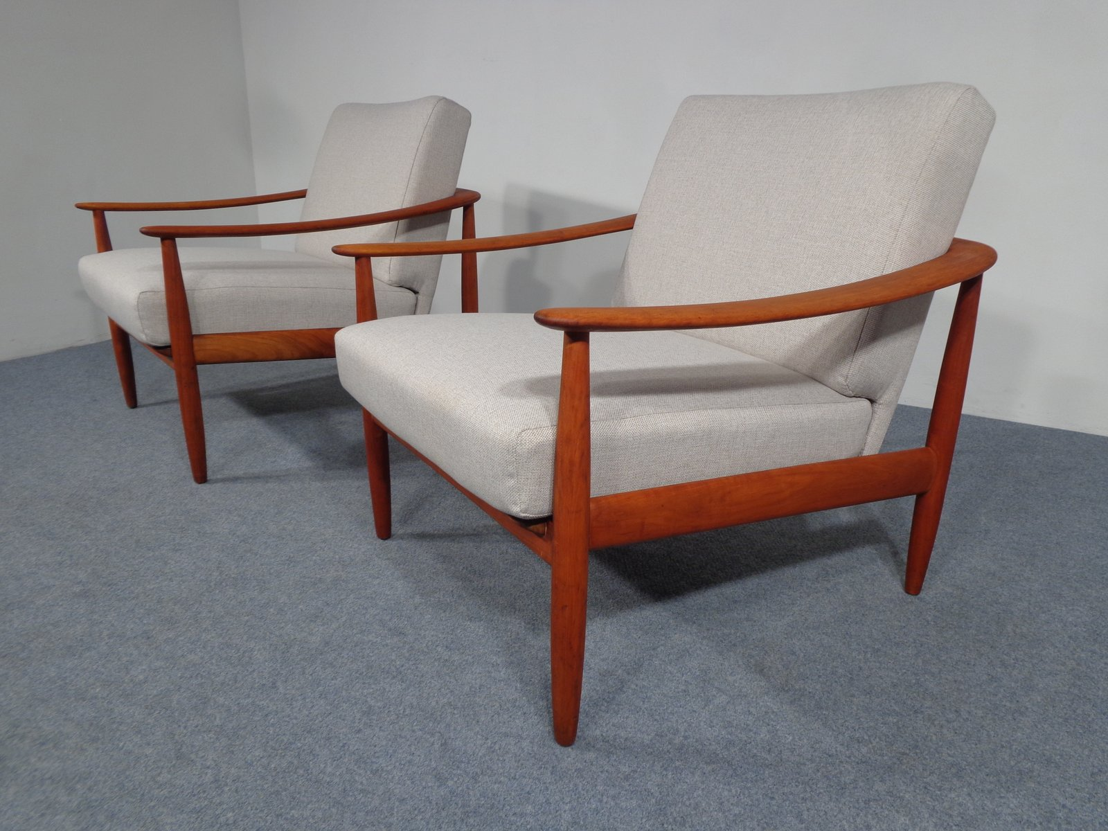 Mid Century Cherry Wood Arm Chairs from Knoll 1950s Set of 2 for