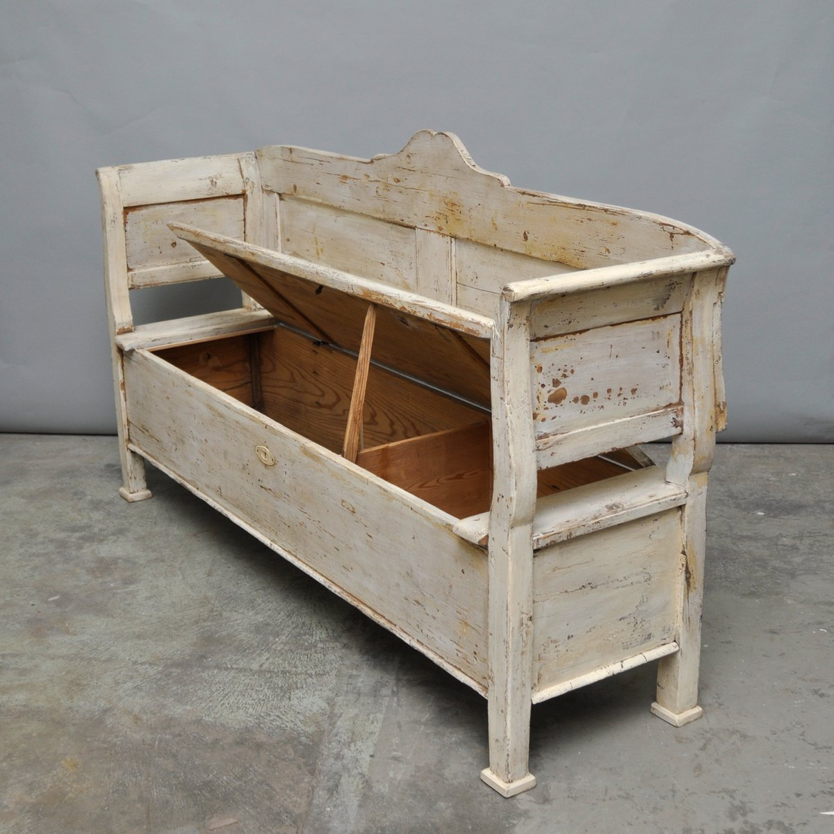 vintage hungarian storage bench 1920s for sale at pamono. Black Bedroom Furniture Sets. Home Design Ideas