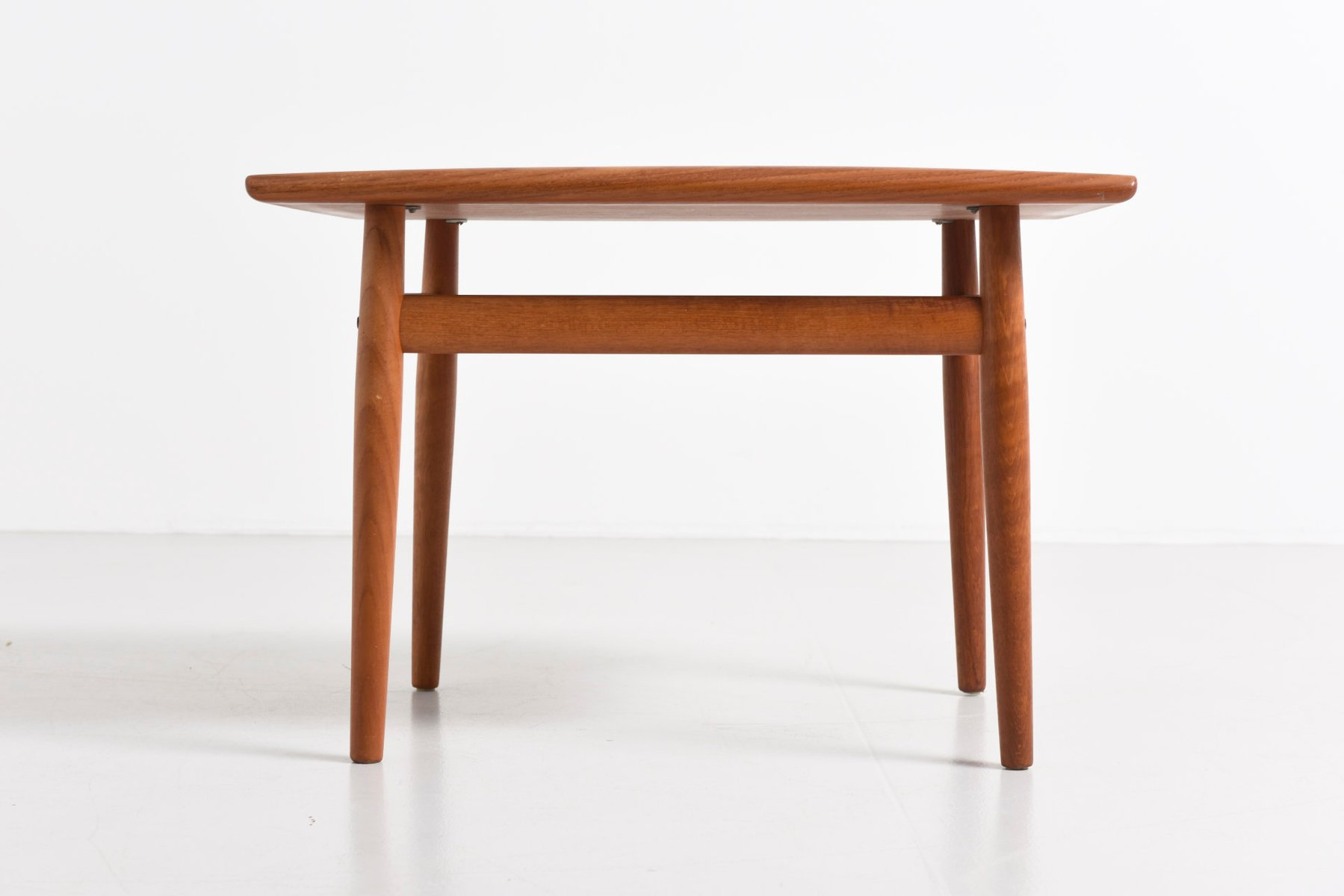 Mobilia design coffee and side tables - Small Side Table By Grete Jalk For Glostrup