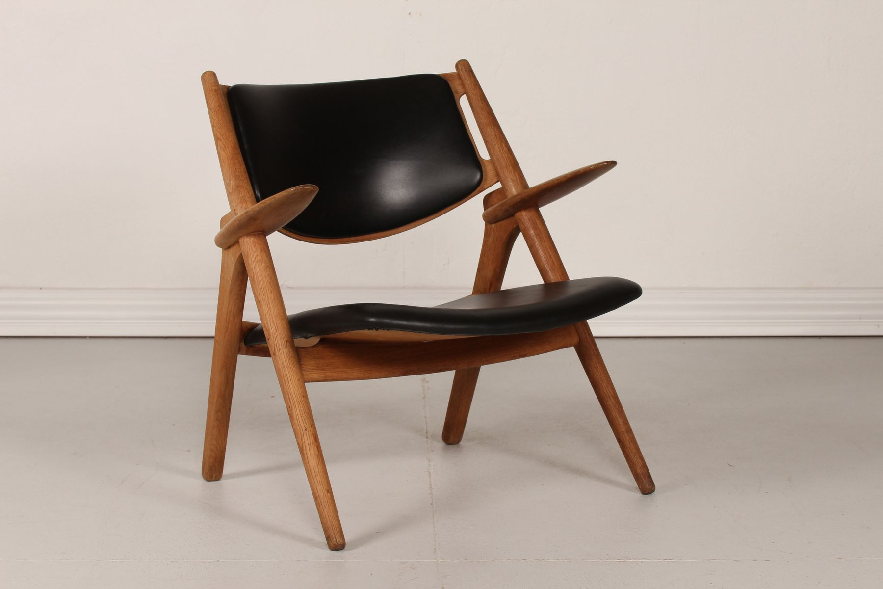 ch 28 oak sawbench chair by hans j wegner for carl hansen. Black Bedroom Furniture Sets. Home Design Ideas