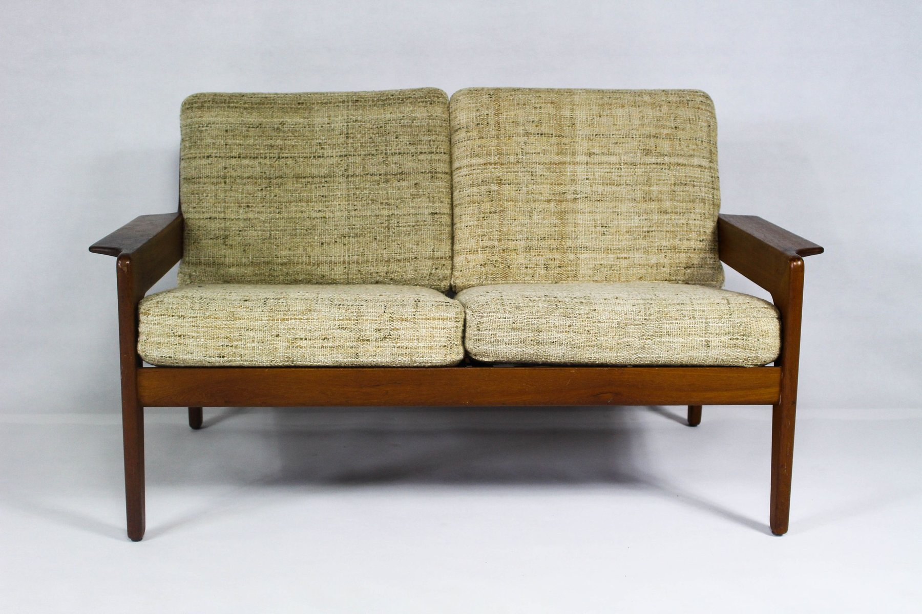 vintage danish beige teak sofa by arne wahl iversen for. Black Bedroom Furniture Sets. Home Design Ideas
