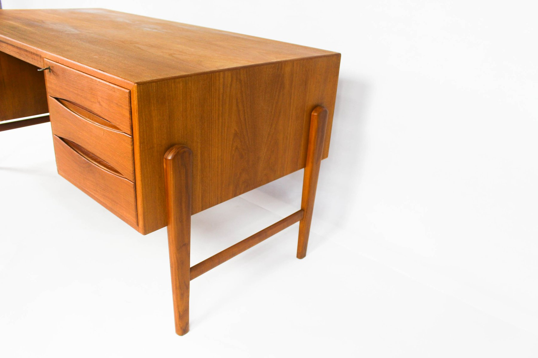 Modern danish teak floating top desk for sale at pamono for Floating desk for sale