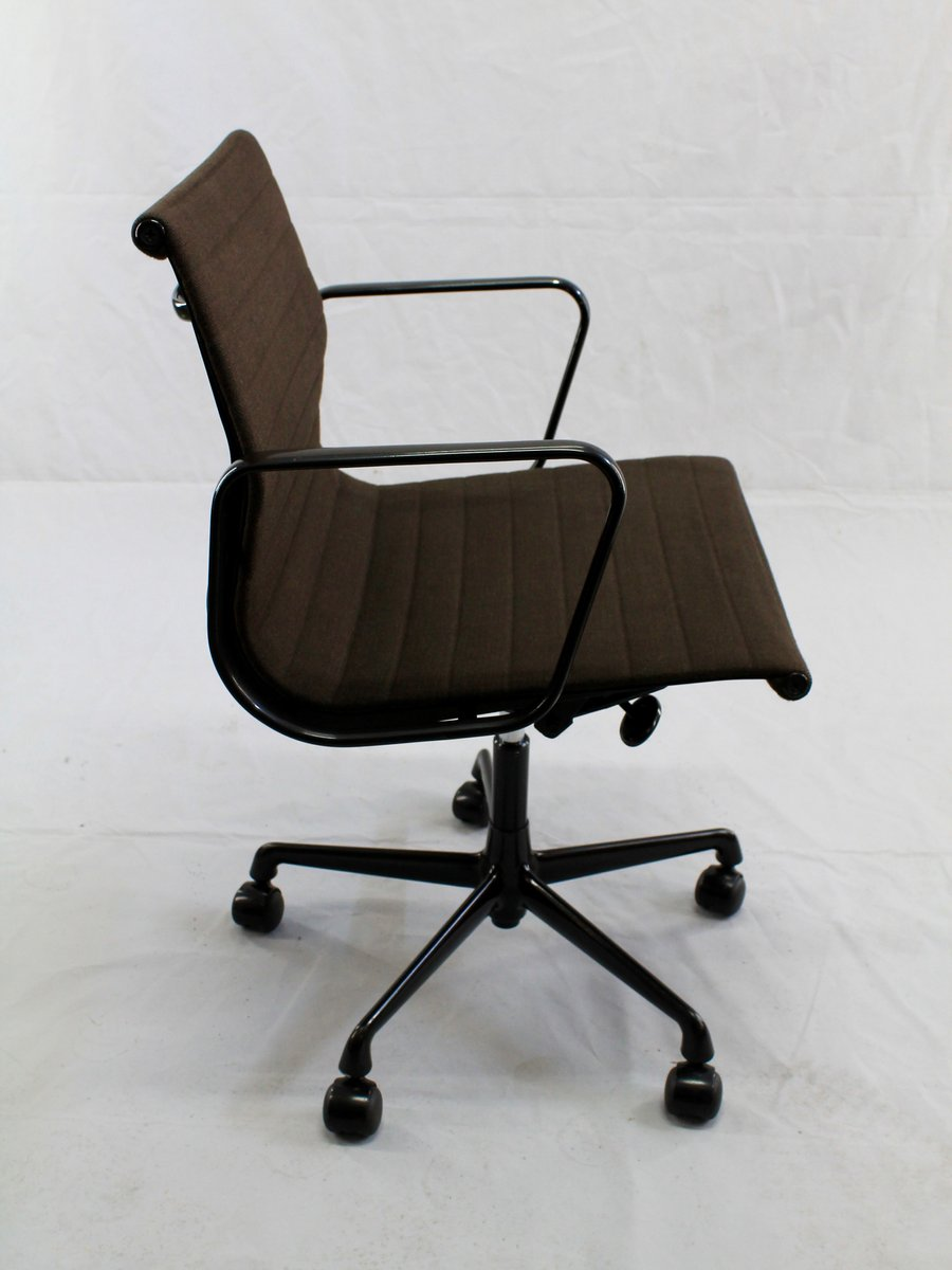 Swivelling Desk Chair EA 117 by Charles and Ray Eames for  : swivelling desk chair ea 117 by charles and ray eames for vitra 6 <strong>Green</strong> Desk Chair from www.pamono.com size 900 x 1200 jpeg 55kB