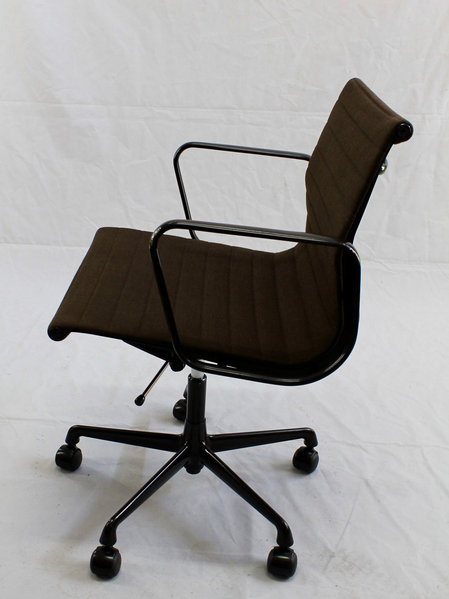 Swivelling Desk Chair EA 117 by Charles and Ray Eames for  : swivelling desk chair ea 117 by charles and ray eames for vitra 11 <strong>Classic</strong> Office Chair from www.pamono.com size 900 x 1200 jpeg 65kB