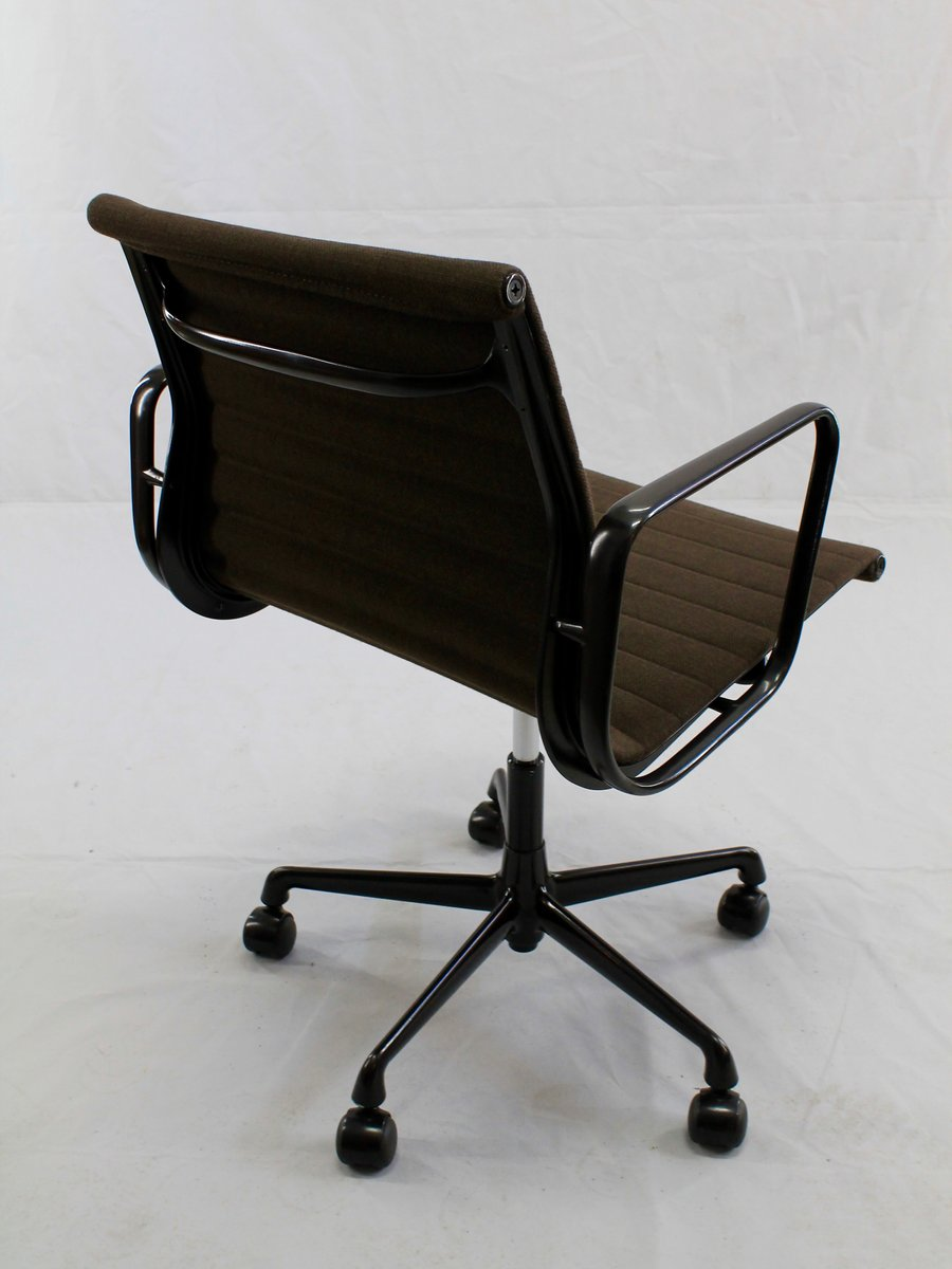 Swivelling desk chair ea 117 by charles and ray eames for for Eames ea 117 nachbau