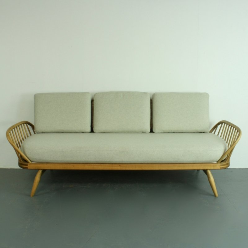 British Refurbished Vintage 355 Studio Couch Sofa Bed By Lucian Ercolani For Ercol 1960s For