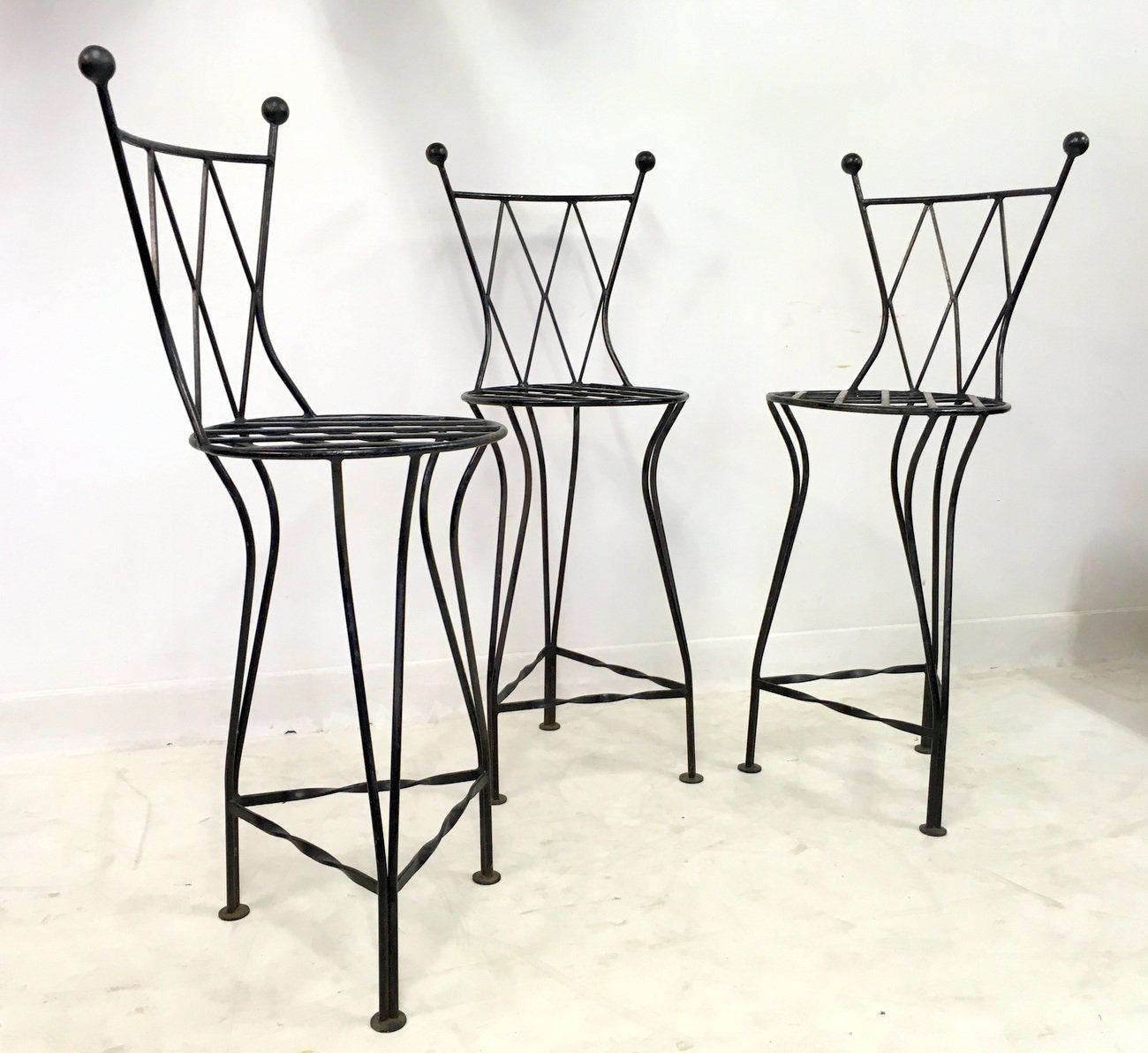 italienische vintage eisen barhocker 1970er 3er set bei pamono kaufen. Black Bedroom Furniture Sets. Home Design Ideas