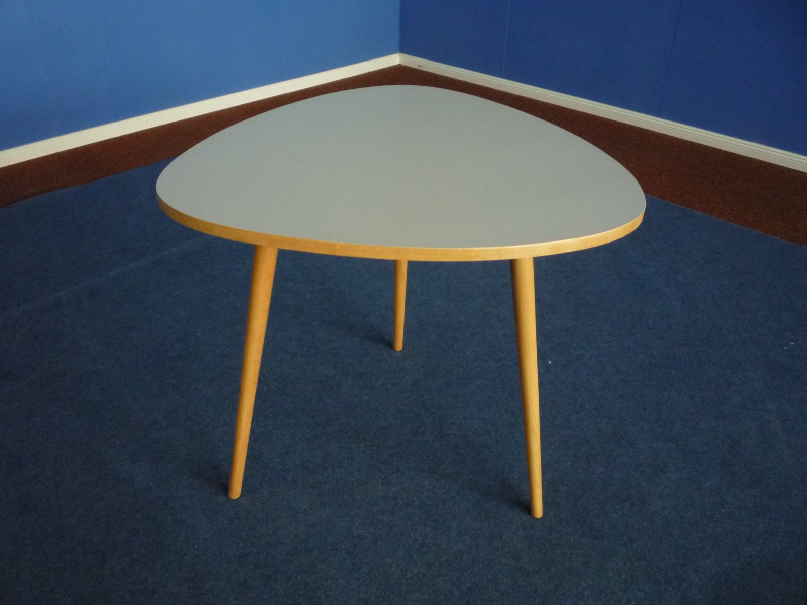 Mid century table in formica beech 1950s for sale at pamono for Formica table