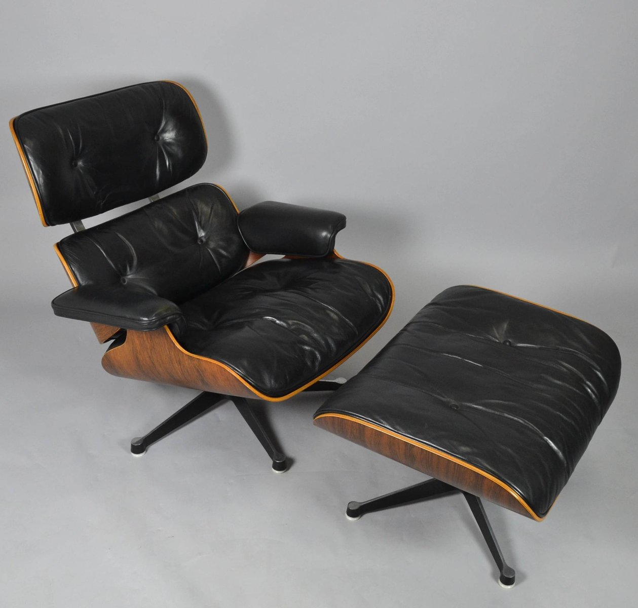 sessel ottomane von charles ray eames f r vitra. Black Bedroom Furniture Sets. Home Design Ideas