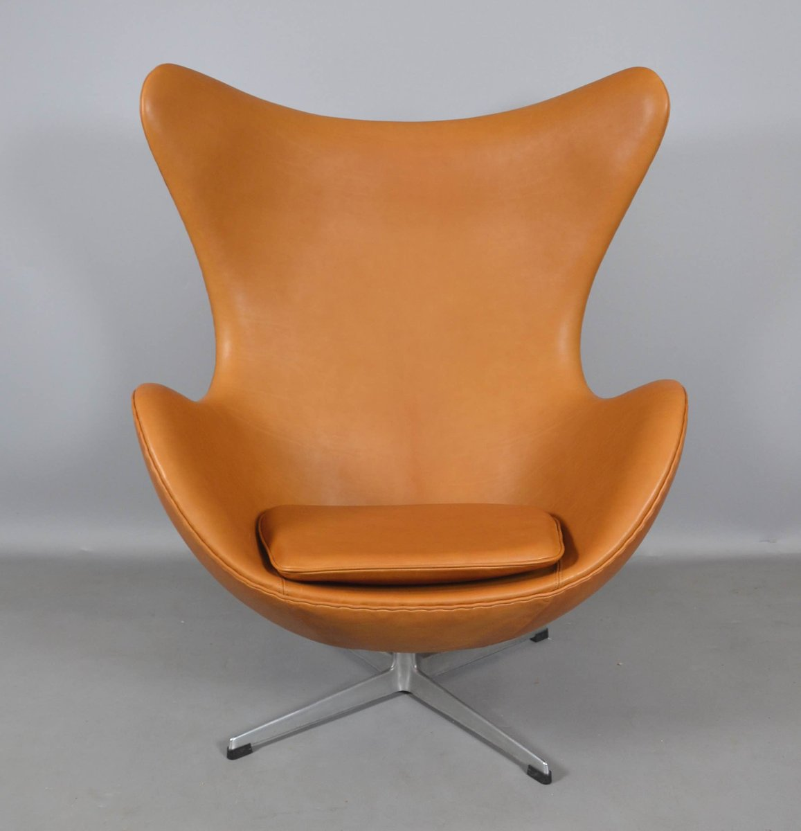 leather egg chair by arne jacobsen for fritz hansen 1970s for sale at pamono. Black Bedroom Furniture Sets. Home Design Ideas