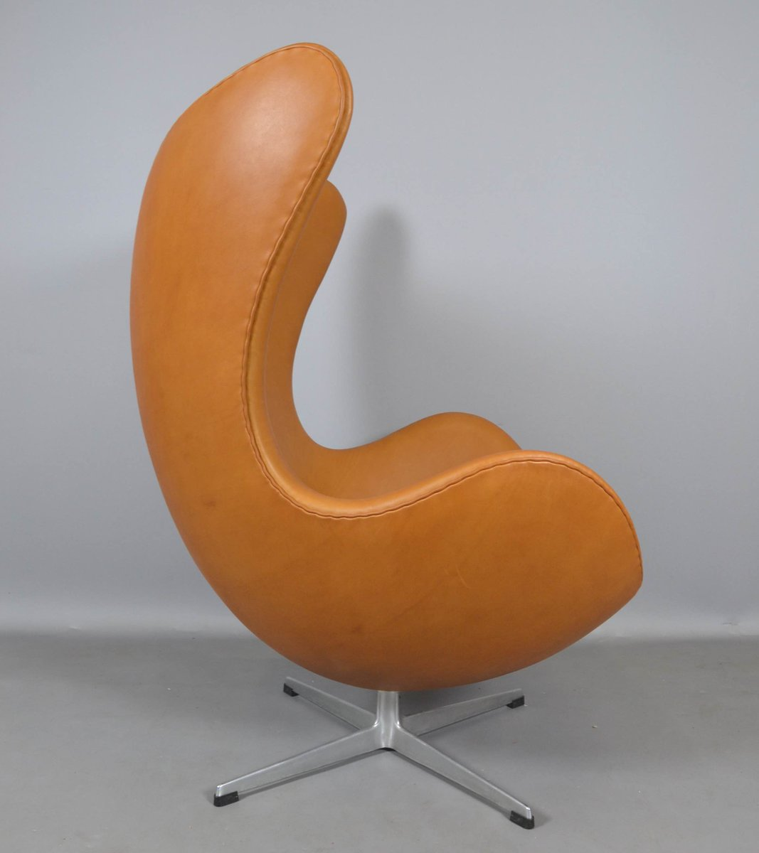 leder egg chair von arne jacobsen f r fritz hansen 1970er. Black Bedroom Furniture Sets. Home Design Ideas