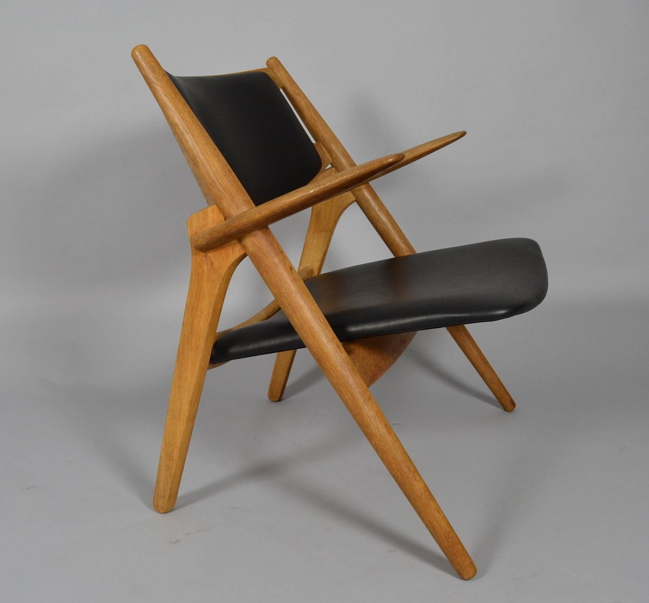 Chaise de salon ch28 sawbuck par hans j wegner pour carl for Chaise de salon