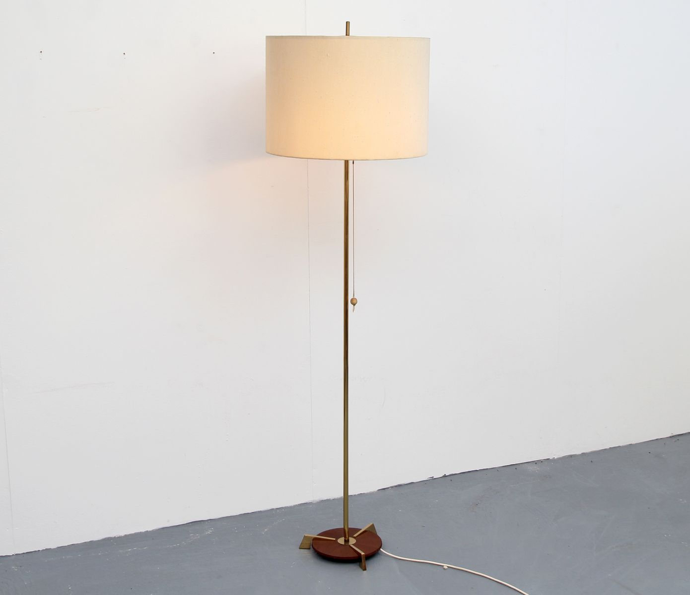 Brass floor lamp 1950s for sale at pamono for 1950 s brass floor lamp
