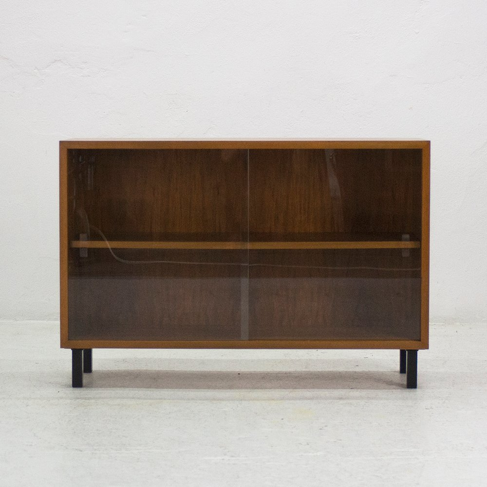 Nussbaum Möbel vitrinenschrank aus nussbaum wk möbel 1960er bei pamono kaufen