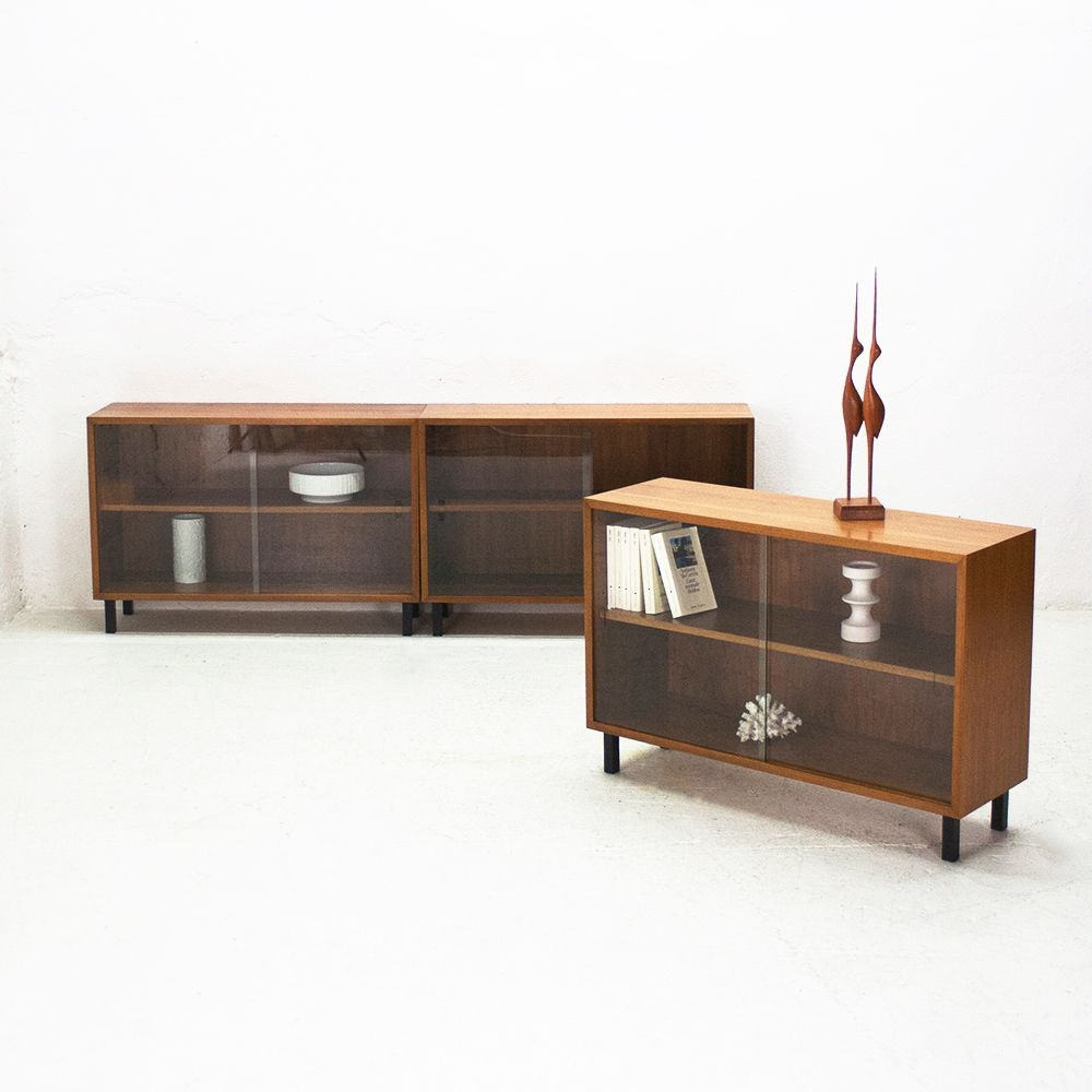 vitrinenschrank aus nussbaum von wk m bel 1960er bei. Black Bedroom Furniture Sets. Home Design Ideas