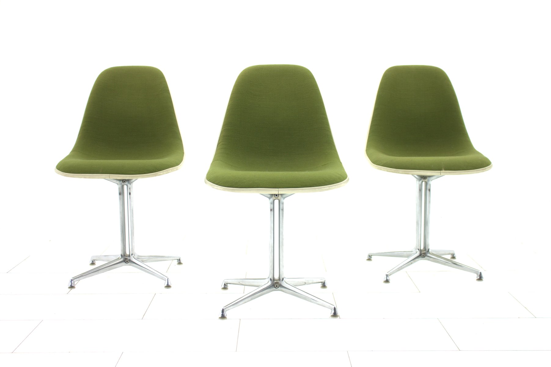 Green la fonda side chair by charles ray eames for vitra for Eames chair nachbau deutschland