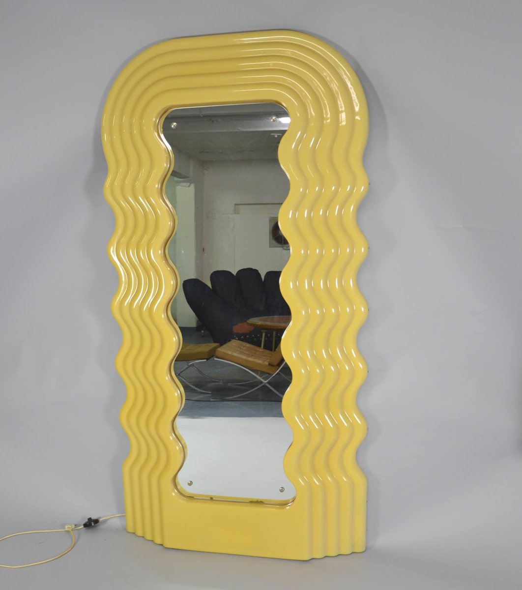 Ultrafragola wall mirror by ettore sottsass for poltronova for Miroir ultrafragola