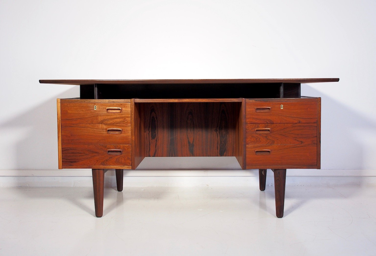 danish vintage rosewood desk with drawers and shelves for sale at pamono. Black Bedroom Furniture Sets. Home Design Ideas