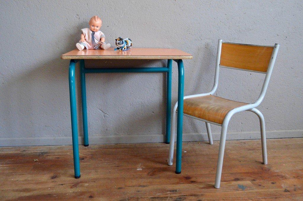 Schultisch mit stuhl  Orangefarbener Formica Schul Tisch und Stuhl, 1960er bei Pamono kaufen