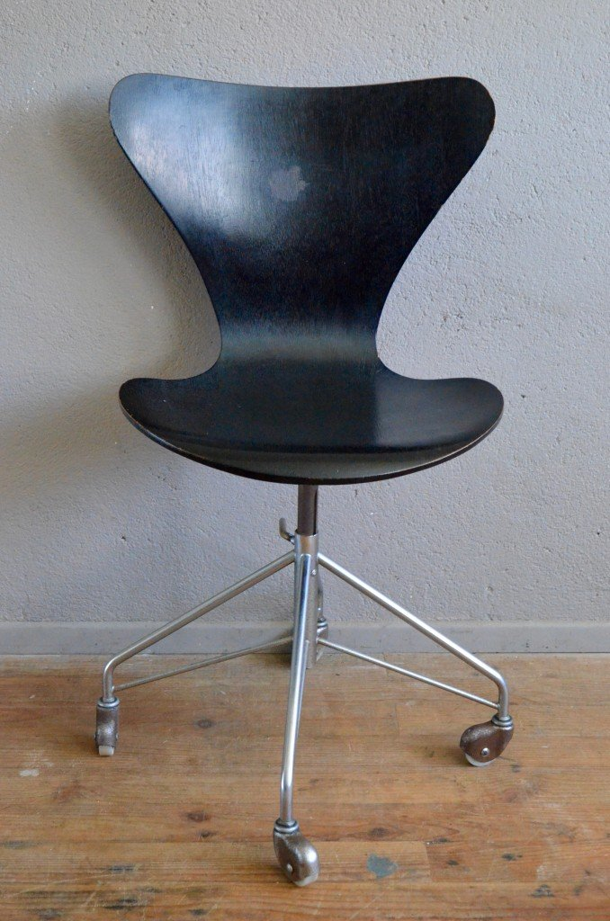 3117 series 7 office chair by arne jacobsen for fritz for Chaise arne jacobsen