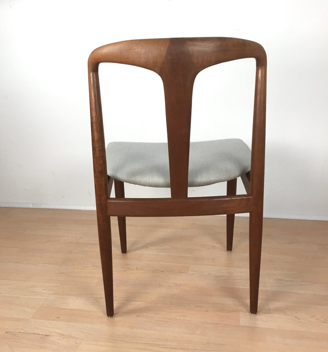 Vintage danish juliane chair by johannes andersen for for Classic mid century chairs