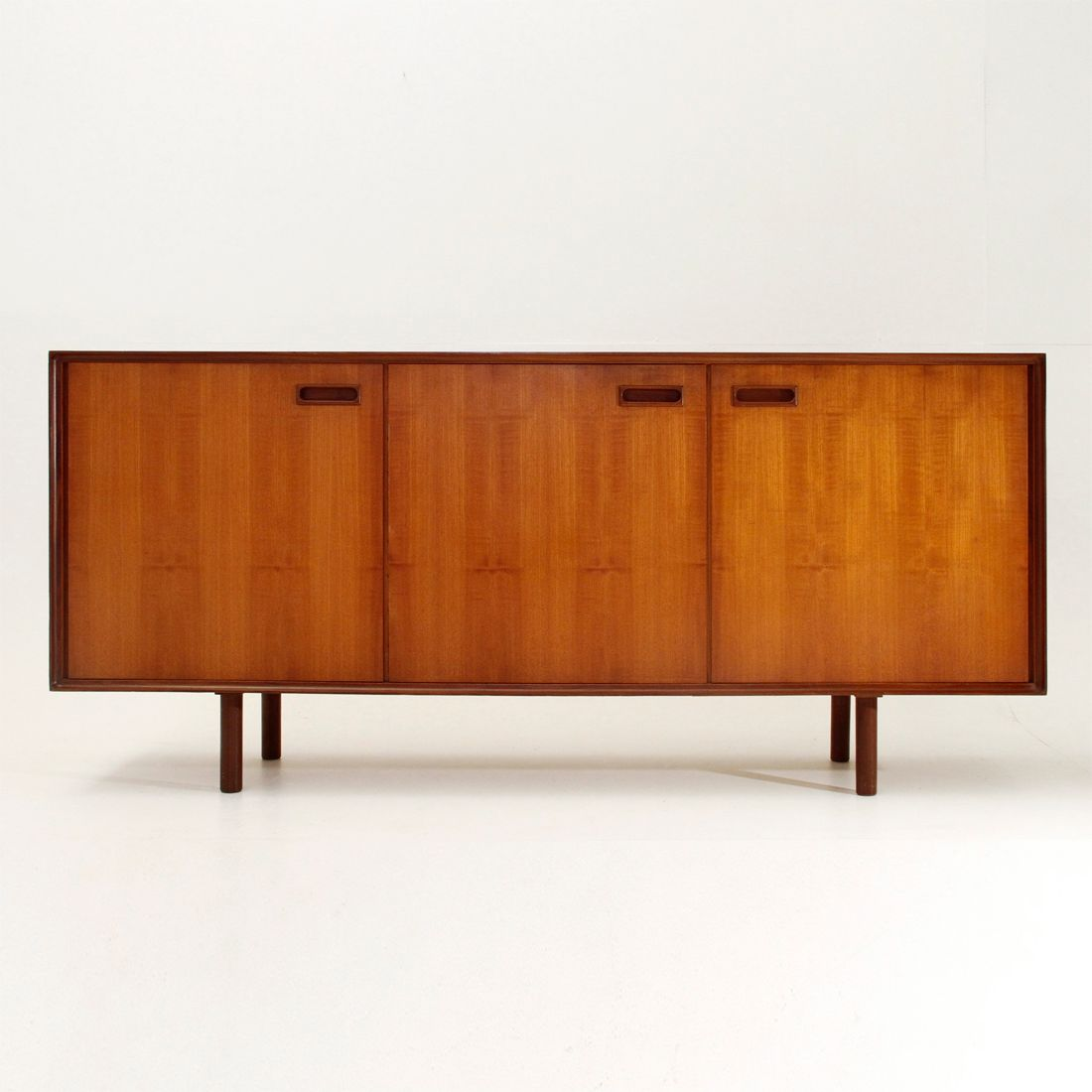 italienisches mid century sideboard 1960er bei pamono kaufen. Black Bedroom Furniture Sets. Home Design Ideas